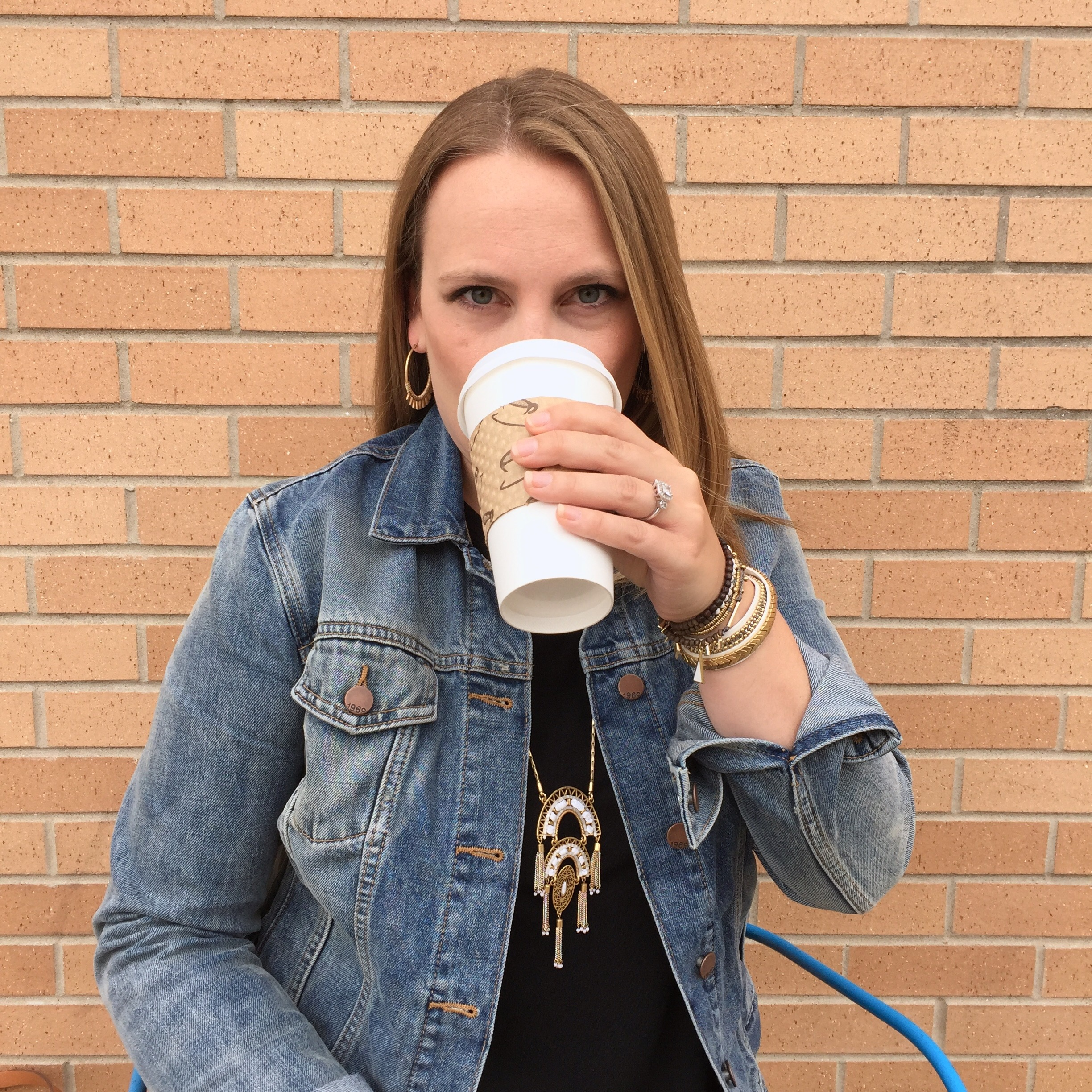 fashion blogger drinking coffee old navy denim jacket swing dress stella dot necklace