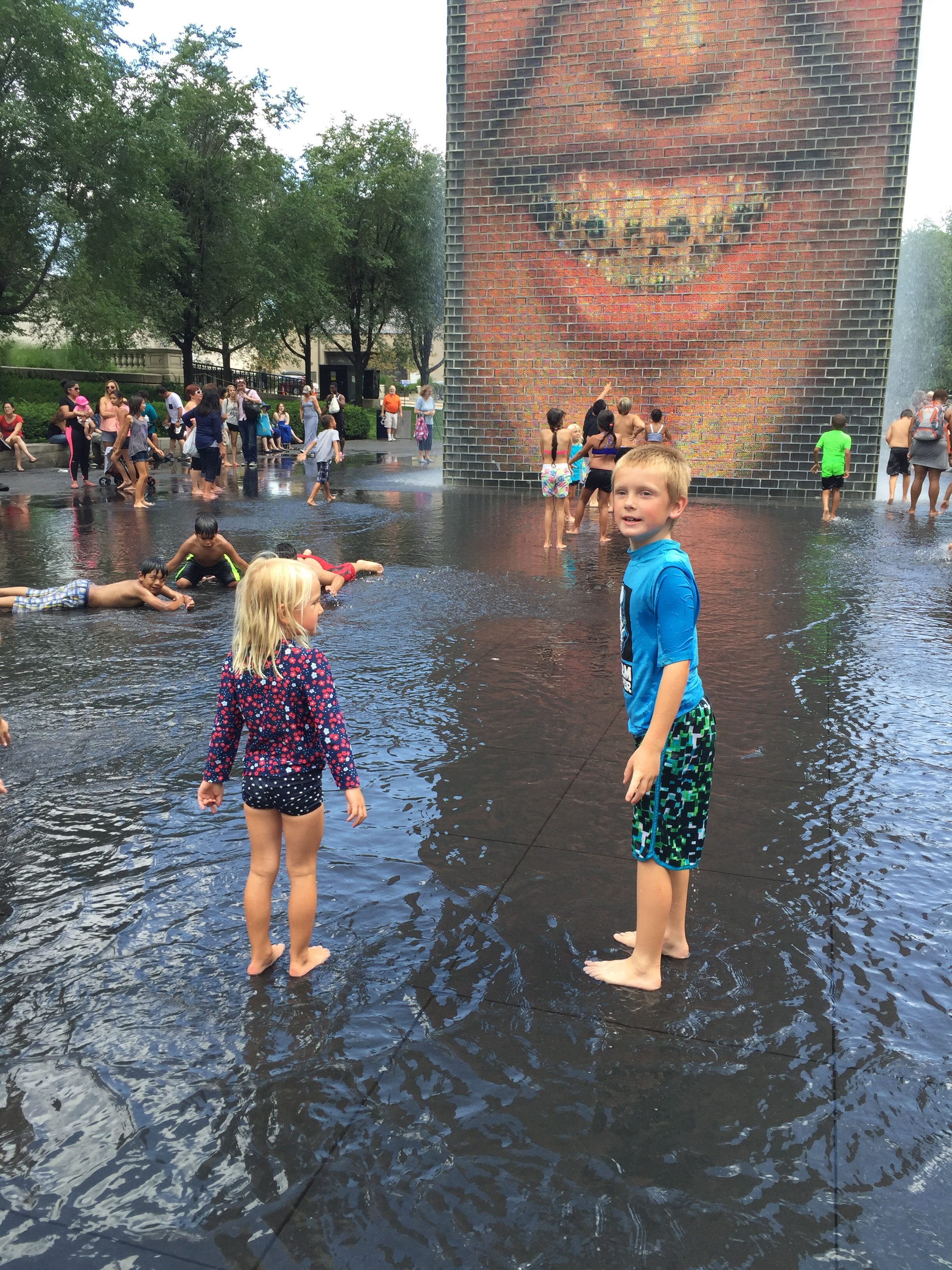 crown fountain, millennium park, chicago, chicago blogger, mommy blog, mom guilt, summer