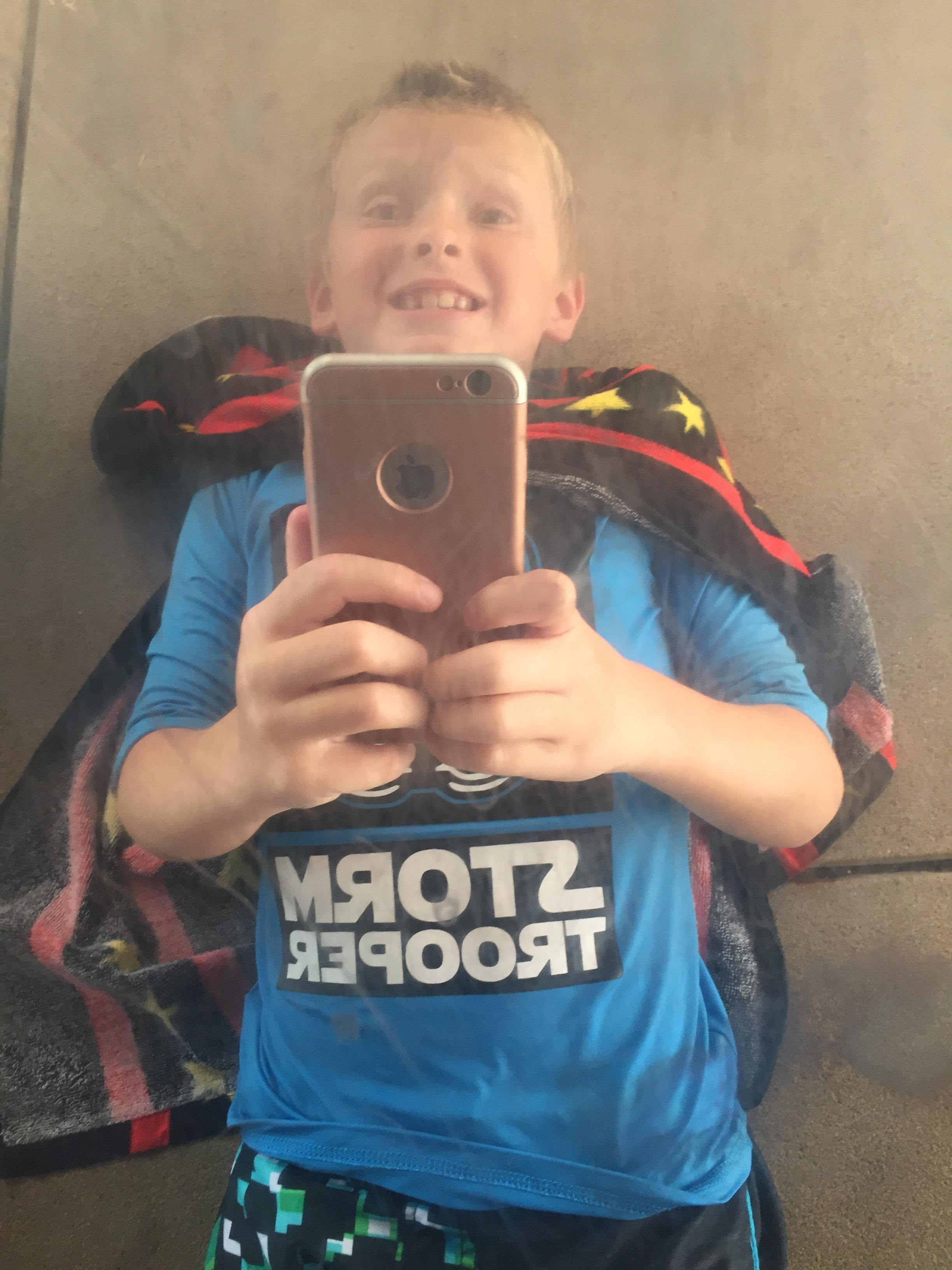 selfie, funny boy, the bean, cloudgate, chicago, chicago blogger, mommy blog, mom guilt