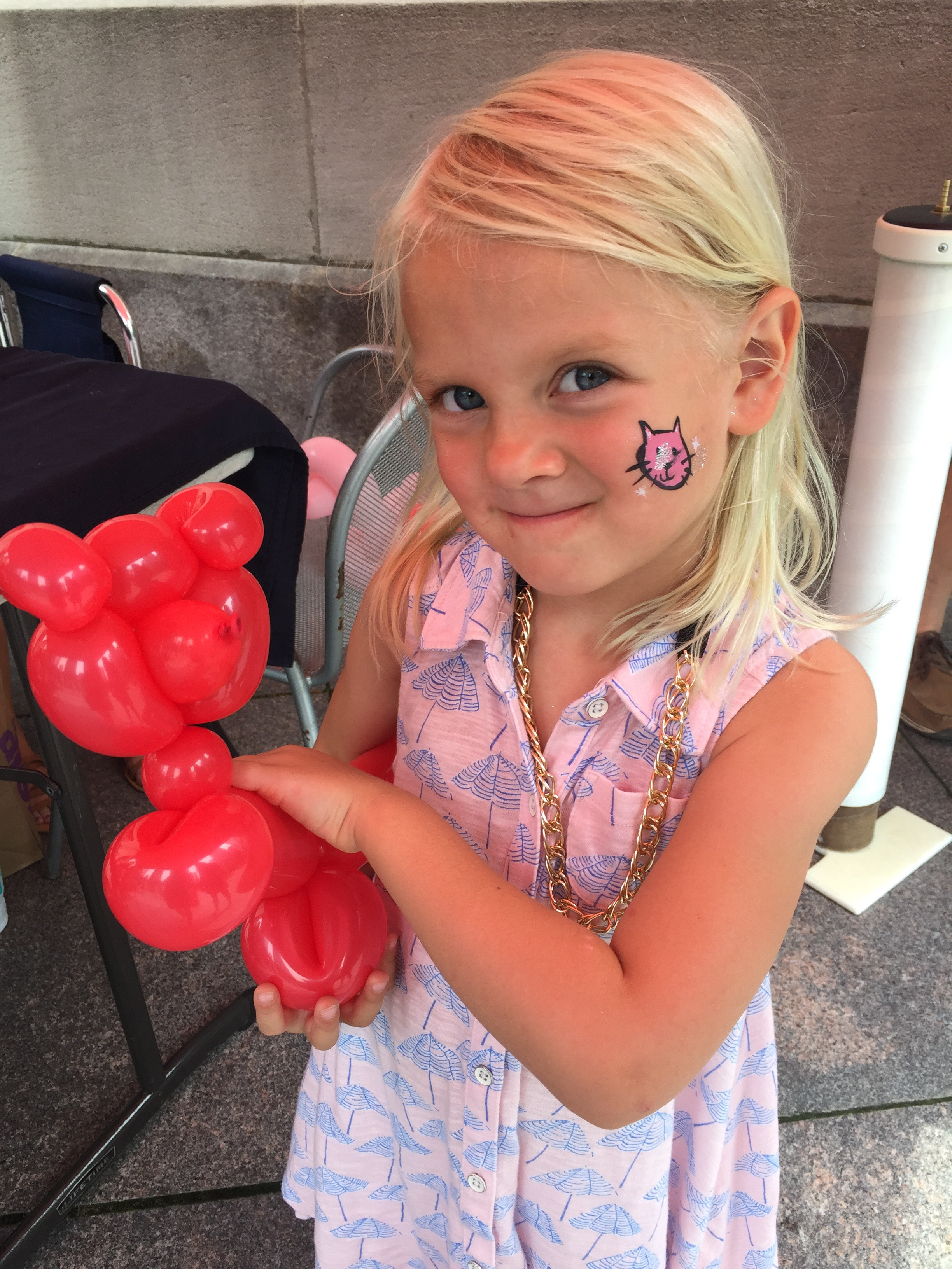 chicago riverwalk, balloon animal, face paint, mom guilt, mommy blog, chicago blogger