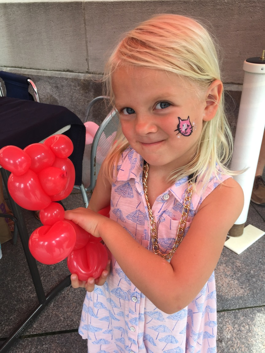 chicago riverwalk, balloon animal, face paint, mom guilt, mommy blog, chicago blogger